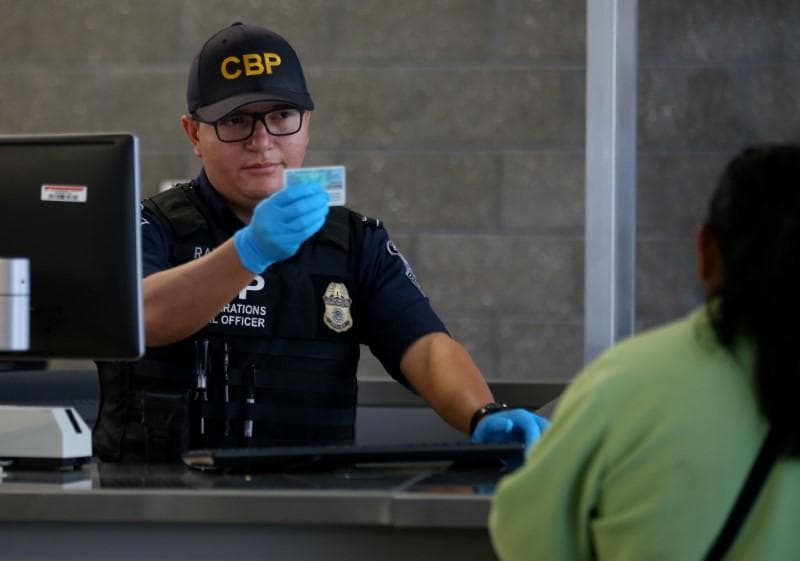 Lawsuit against U.S. border searches of phones can move forward: judge