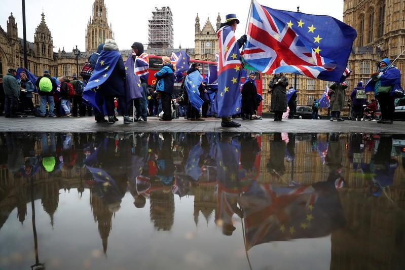 Reuters poll - Britains Brexit divorce skills get thumbs down: economists