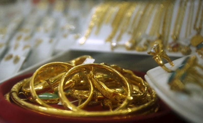 Gold gains as political turmoil in Italy rocks financial markets