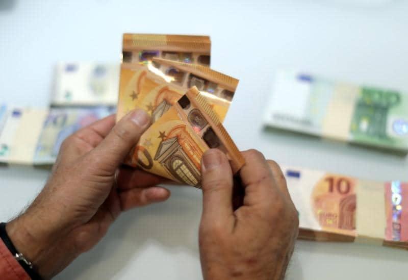 Worsening Italian crisis batters stock markets, euro