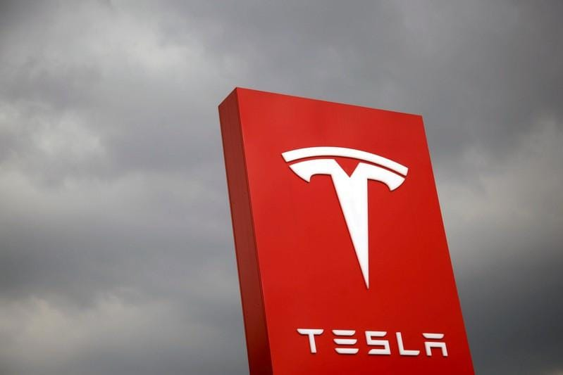 Tesla ends Spartan diet, seeks up to .3 billion from share, debt issues