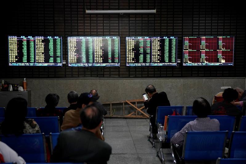 Global stocks rebound as Trump downplays U.S.-China trade fight