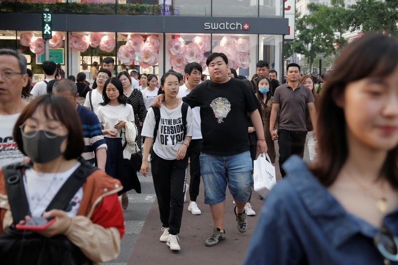U.S. blacklists Chinas Huawei as trade dispute clouds global outlook