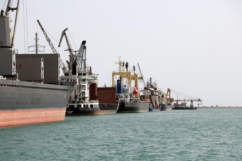 Fighting grips Yemens Hodeidah port, complicating peace moves