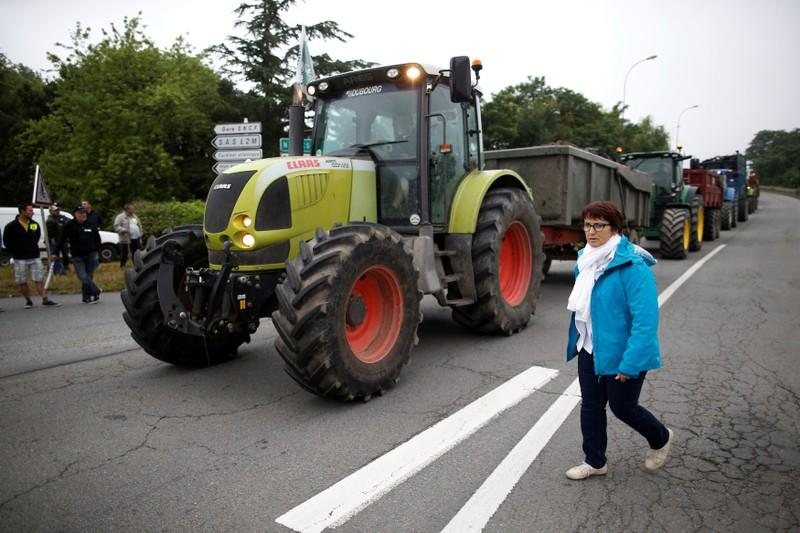 French farmers wind down fuel blockades after government gesture