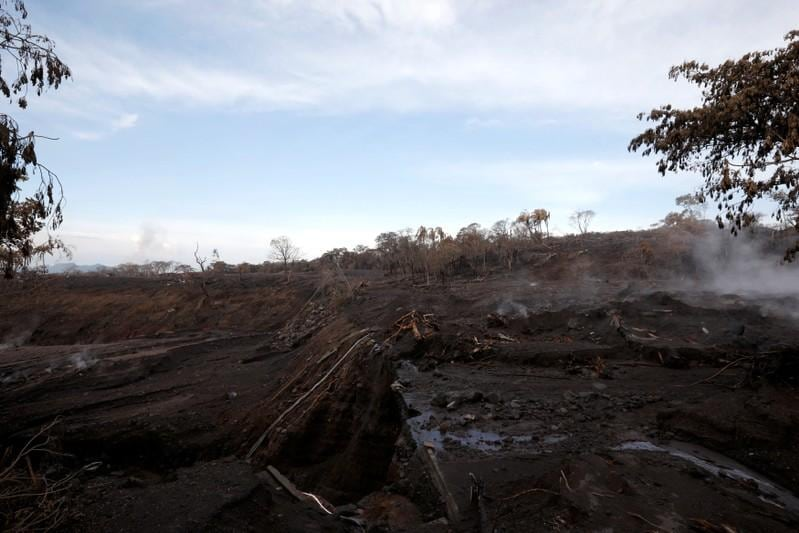 Volcanic ash forces Guatemala airport to suspend operations
