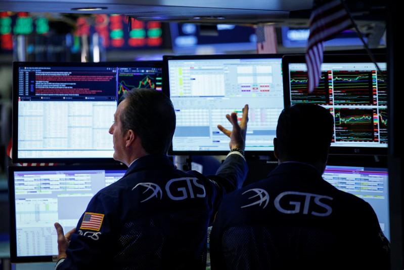Trade fears rattle Wall Street, Dow gives up 2018 gains