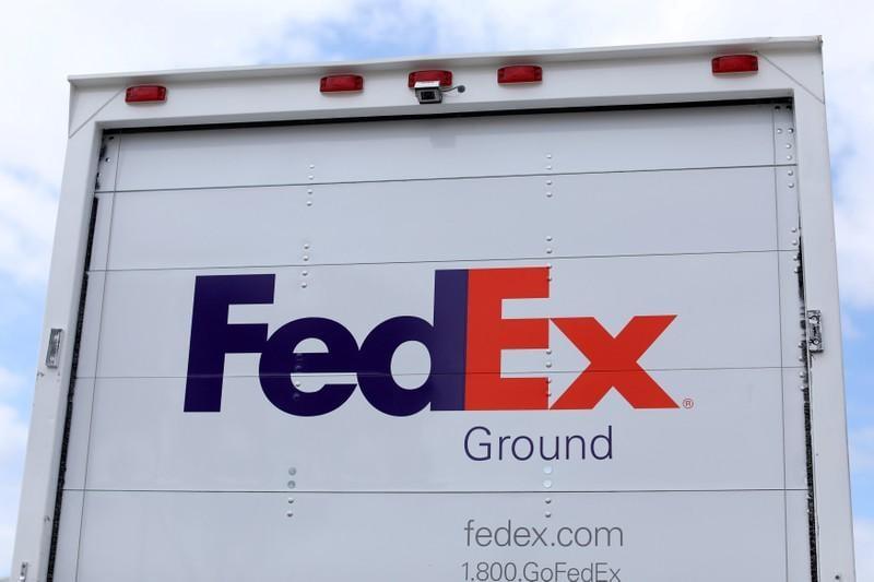 Volvo, FedEx test truck 'platooning' on public U.S. road