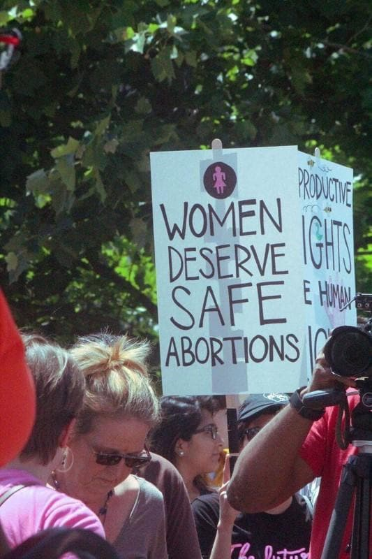 Missouri abortion clinic to stay open for now after court order
