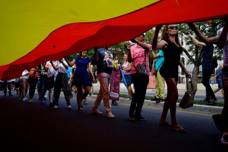 Cubas draft constitution opens path to gay marriage
