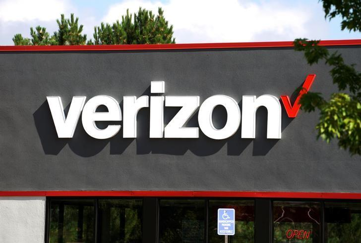 Verizon beats profit, revenue estimates, misses on subscribers