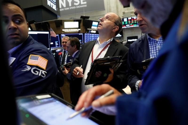 Stocks end fourth week of gains on sour note as investors jeer earnings