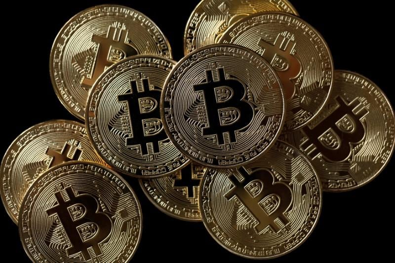Bitcoin slips below $8,000 as investors step away from risk