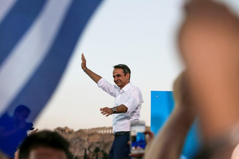 Greek conservatives take charge in early election results