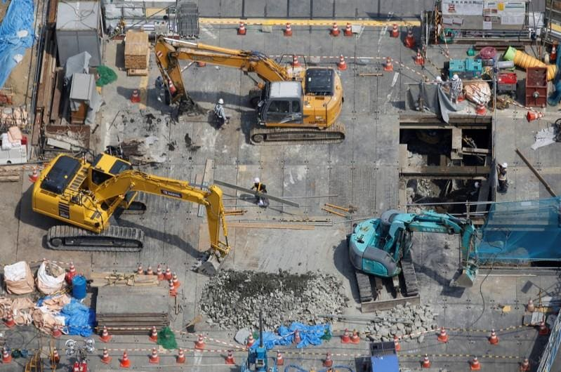 Japan machinery orders tumble, stoke doubts on capex