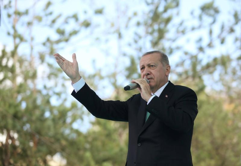 Turkey's Erdogan vows U.S. boycott, but diplomats resume talks