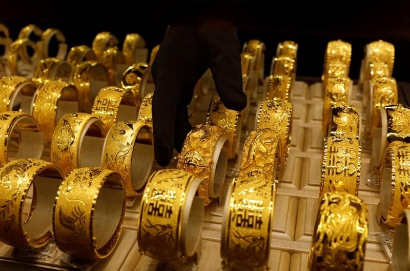 Gold inches higher as trade talks lift China's yuan