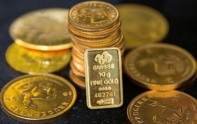 Gold prices extend gains as dollar sags after Trump remarks