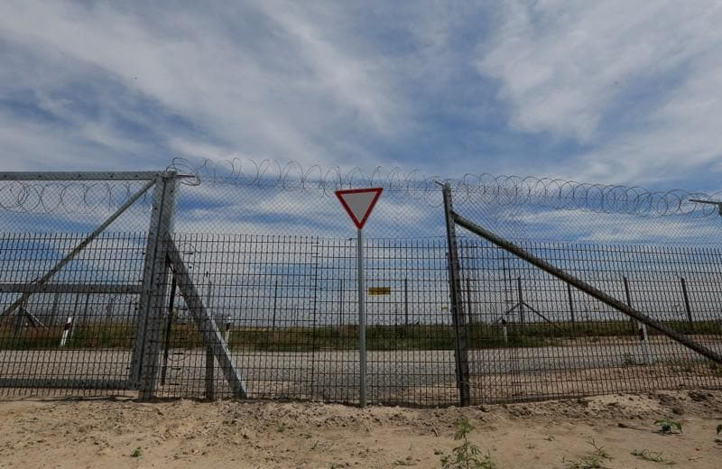 European rights court says Hungary must feed asylum seekers on border
