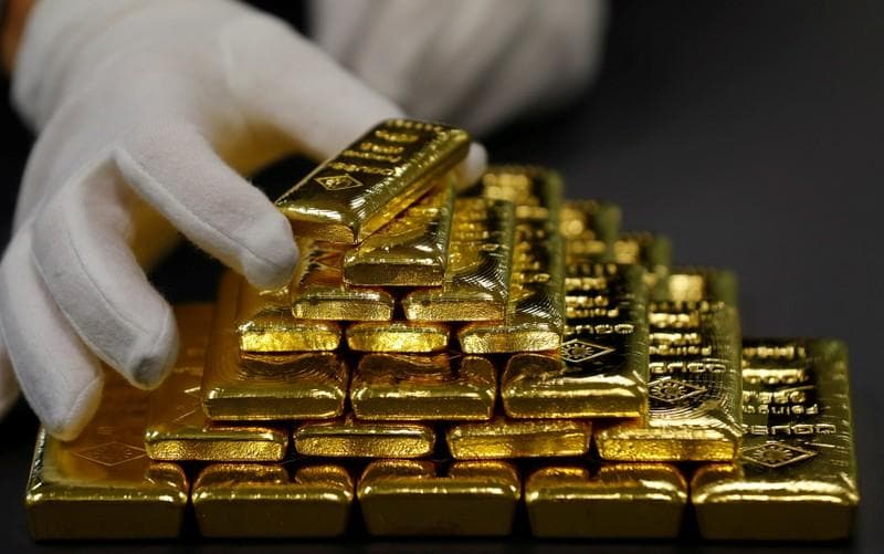 Gold turns negative as U.S. Treasuries rise after U.S.-Mexico deal