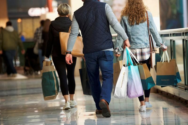 US consumer confidence falls but only slightly despite trade fight