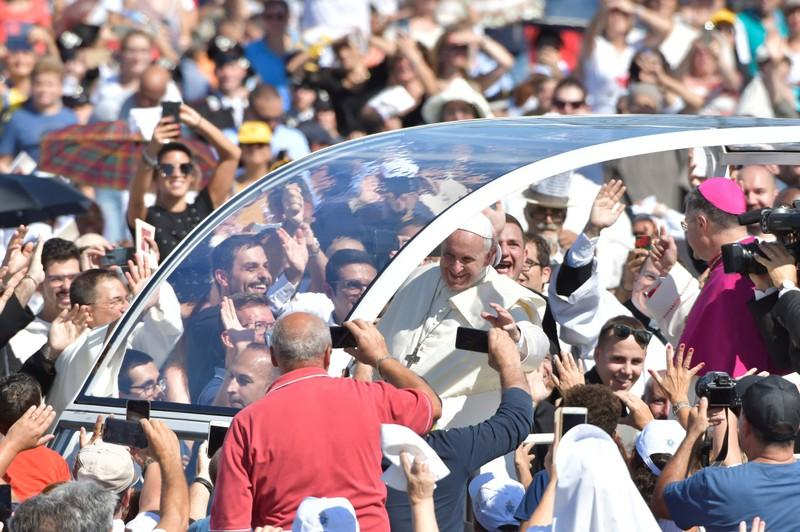 'Brothers and sisters' of the Mafia, repent, pope says in Sicily