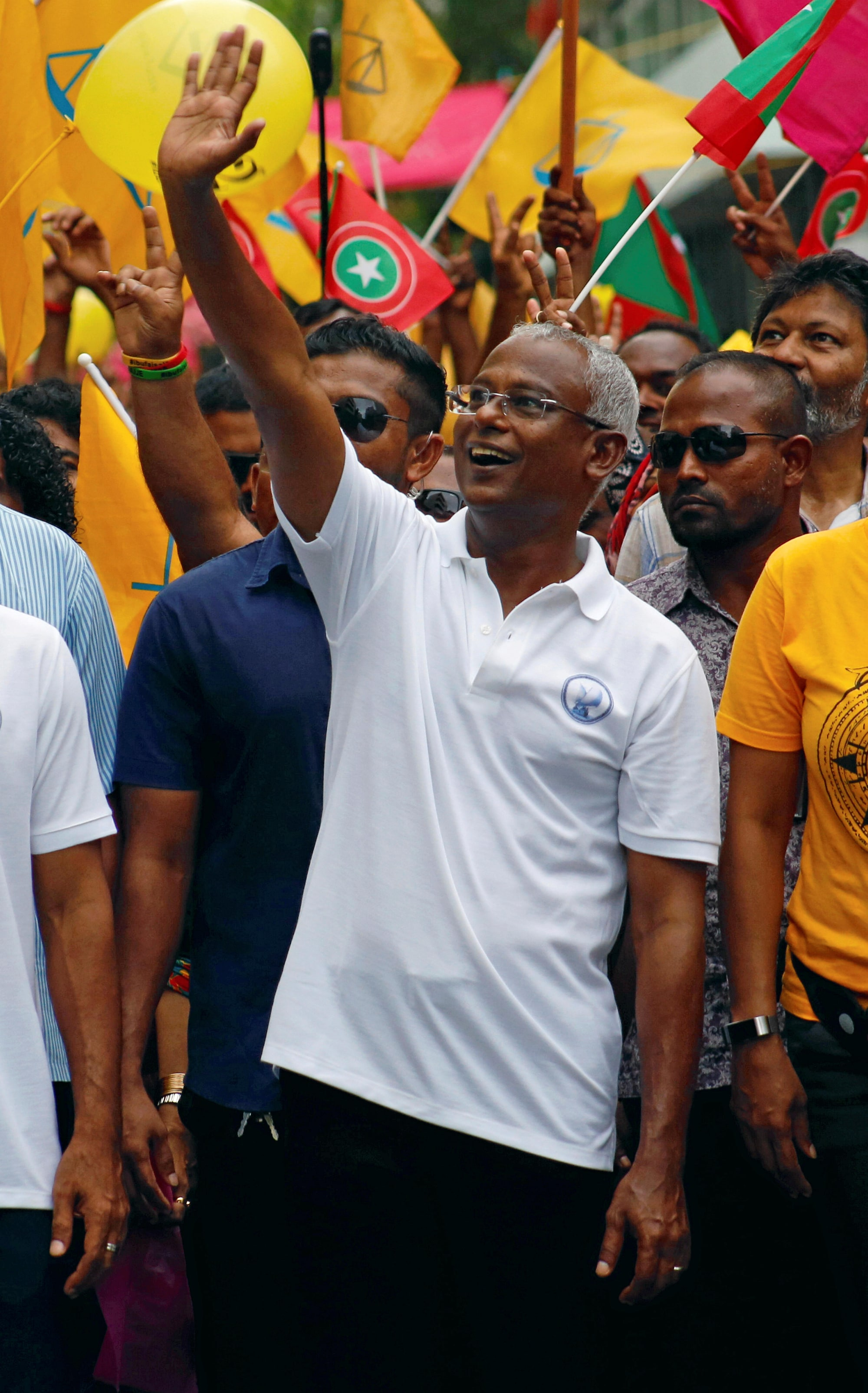 Opposition candidate takes early lead in Maldives Presidential election