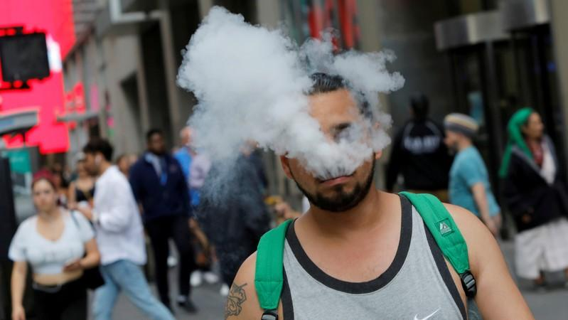 Straightup panic US vaping crackdown sends some scrambling for their fix