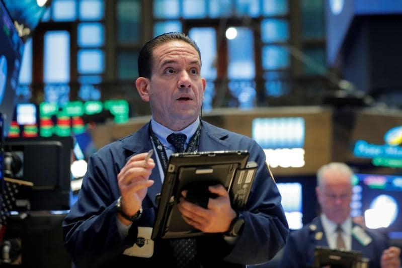S&P 500 cuts declines to end flat; Nasdaq falls
