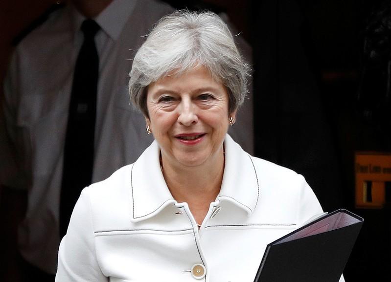 EU leaders prepare hardball Brexit summit choice for May