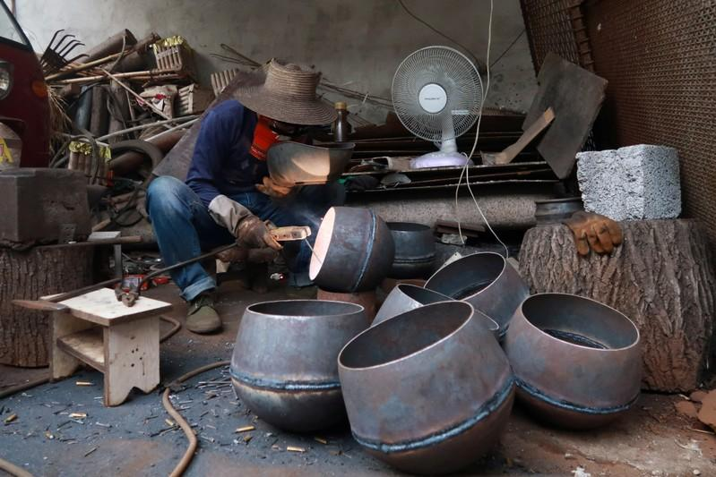 Hammer and tongs: China entrepreneur leads handmade wok revival