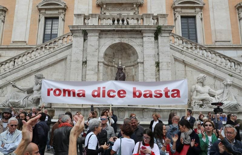 Romans protest at eternal decline of Italian capital
