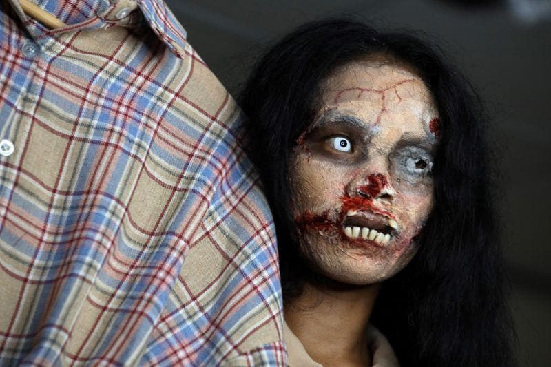 Thai zombie seller cashes in on threads of the dead