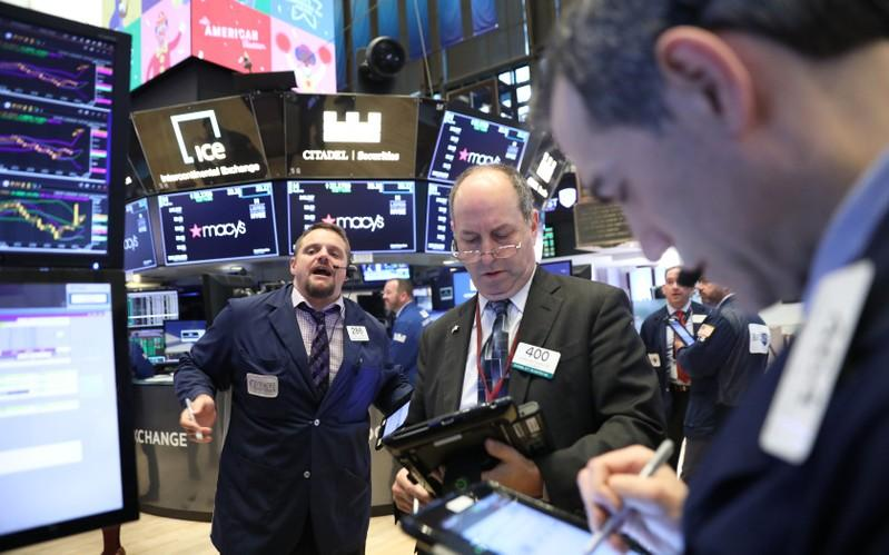 Falling oil prices sink world stocks; supply, growth concerns mount