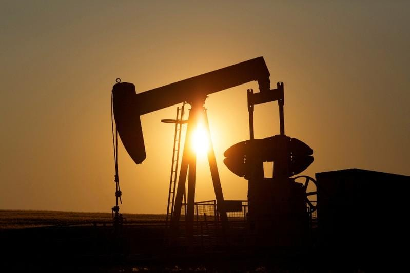 Oil breaks above $60/bbl, but doubts about growth curb gains
