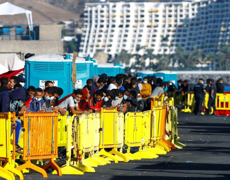 Spain to set up camps for 7000 migrants in overwhelmed Canary Islands