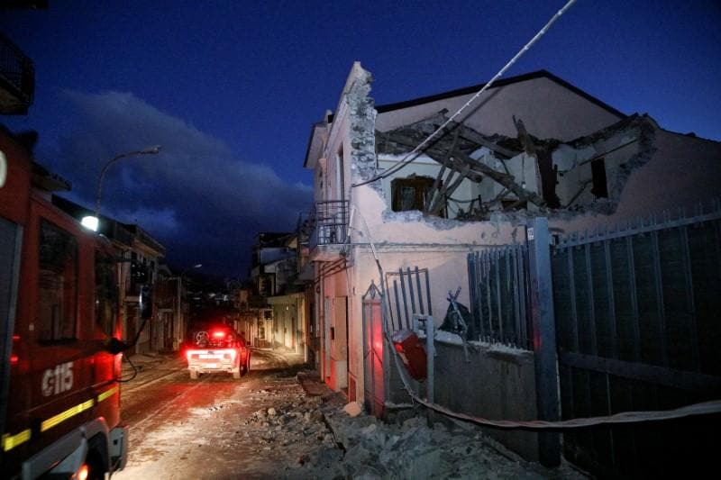 Magnitude 4.8 earthquake in Sicily causes damage, injuries