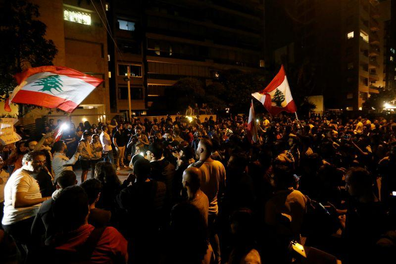 Spontaneous protest hounds former Lebanese PM from concert