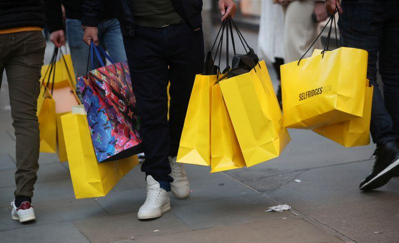 Rain keeps UK Boxing Day shoppers at home