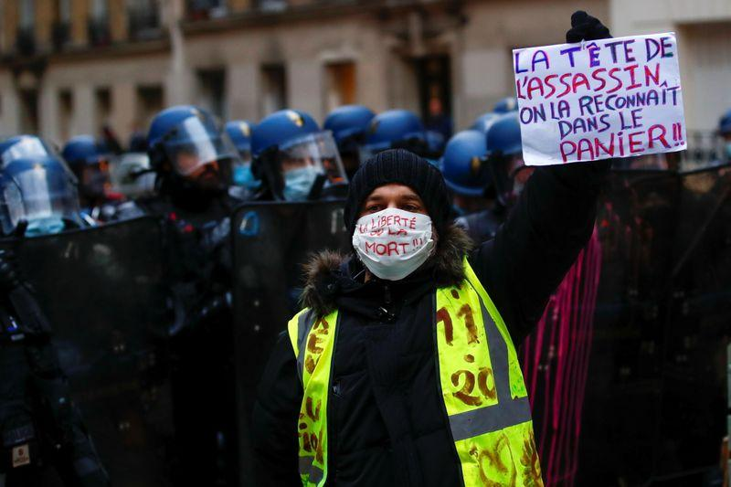 Violence erupts during Paris protest against Marcrons security law